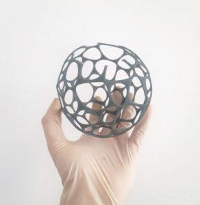 Wydruk i projekt kuli (efekt voronoi) wydrukowany w technologii SLA